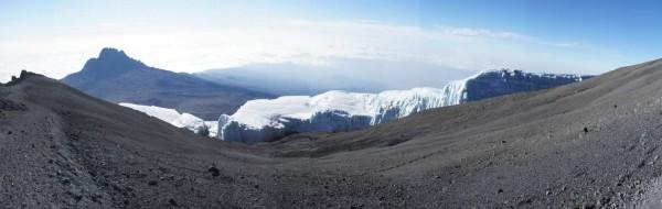 Снега Килиманджаро с каждым годом таят. Торопитесь.